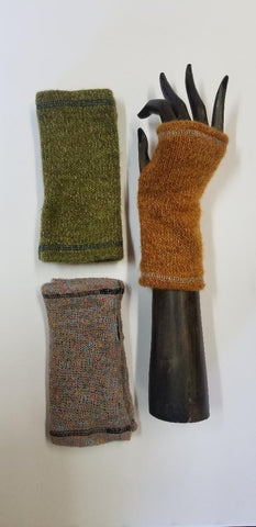 SOLID COLOR KNIT HANDWARMERS