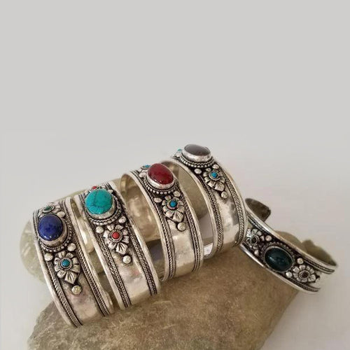 White Metal Bracelet With Gemstone