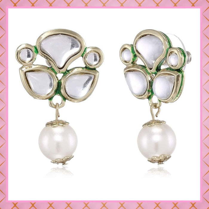 Fashionable Short kundan with white pearl earrings