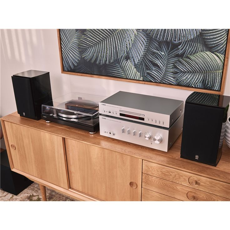 Yamaha TTS 303 Turntable with Stereo Amplifier, bookshelf speakers and CD player