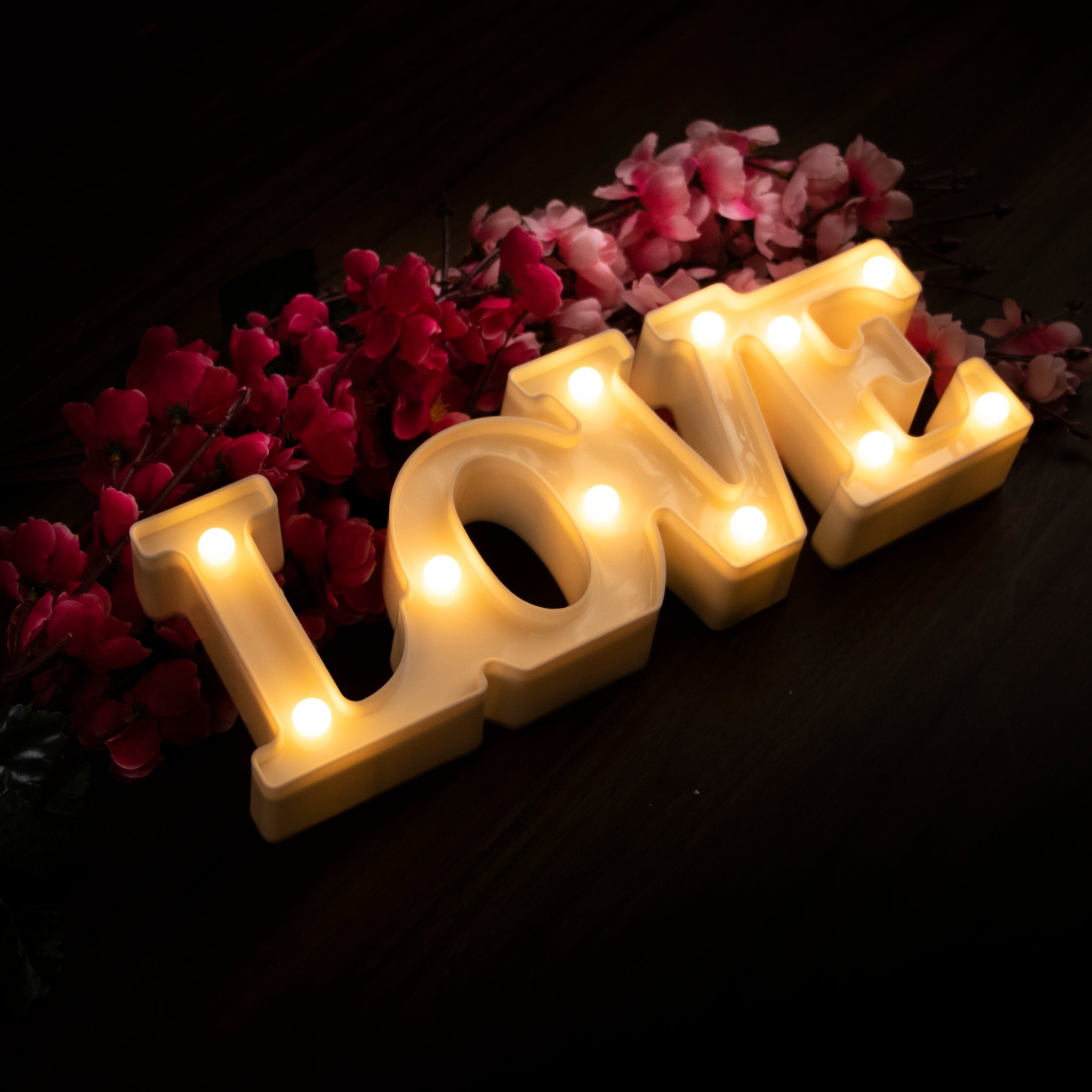 Marquee Light - LOVE (White)