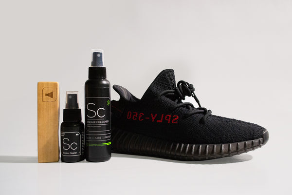 Clean Yeezy 350 Black Sneaker LAB Sneaker Cleaner