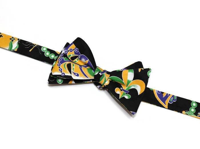 mardi gras bow tie, mais, beads, crowns