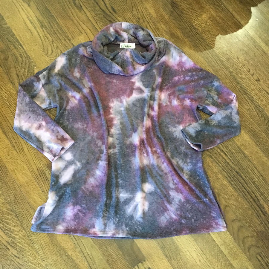 PLUS Yule Tie Dye Top