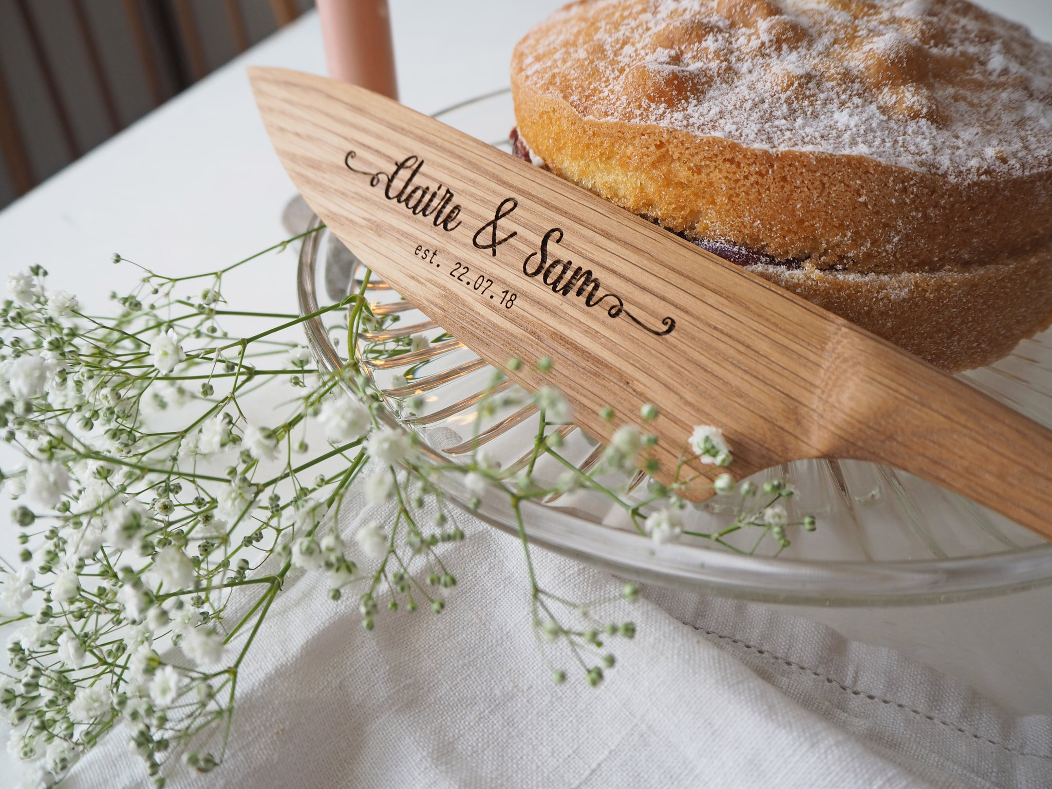 wooden-wedding-cake-knives