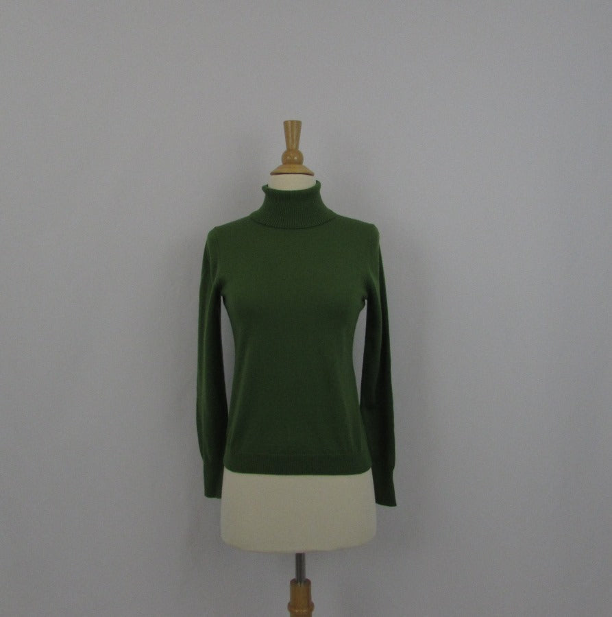 UNIQLO Spring Green Turtleneck