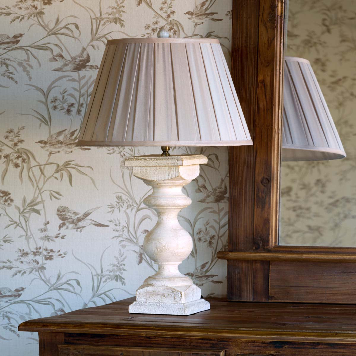Antique White Balustrade Lamp
