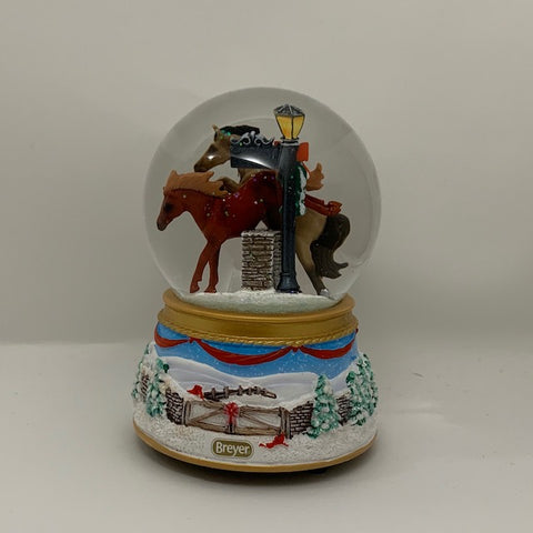 Breyer 2019 Holiday Merry Meadows Snow Globe