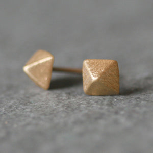 Low Pyramid Stud Earrings in 14K Gold