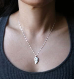 Sea Shell Necklace in Sterling Silver with 7 Diamonds