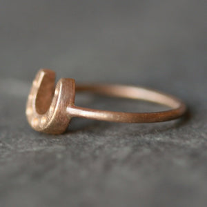 Horseshoe Ring in 14K Gold