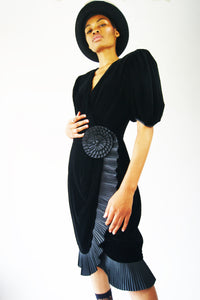 Extremely Elegant Black Velvet Vintage Dress - ULTRA-CAT