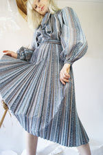 Dramatic Sleeves Vintage Pleated Ddress - ULTRA-CAT