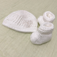 Load image into Gallery viewer, Crochet / Knitted Baby Hat and Socks Set
