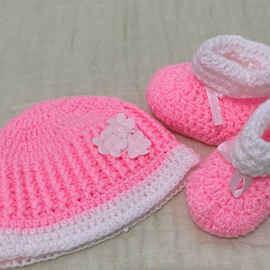 Crochet / Knitted Baby Hat and Socks Set