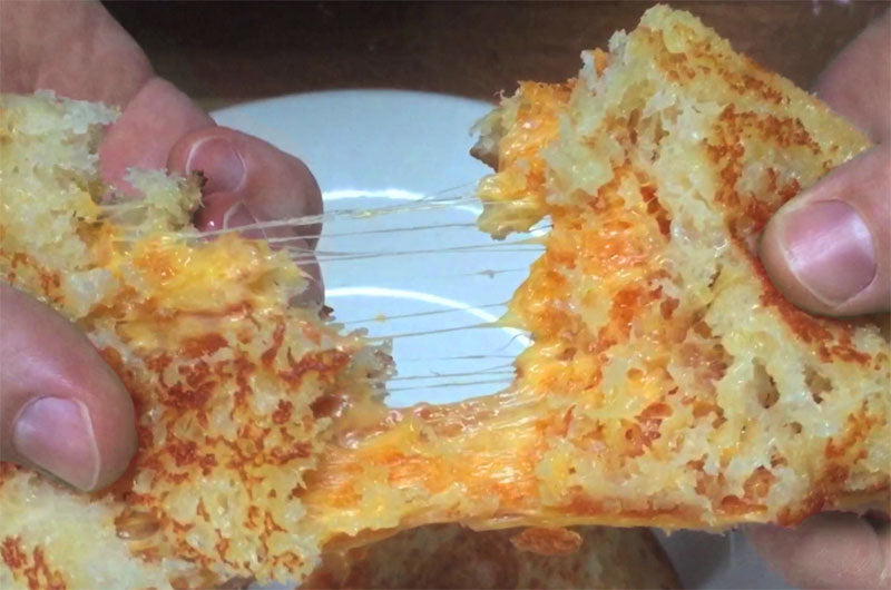 MÄNNKITCHEN Grilled Cheese Sandwich Hack