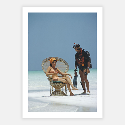 A Friendly Chat by Slim Aarons - FINEPRINT co