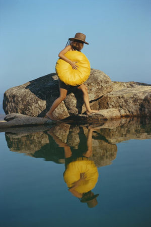 Finding A Spot-Slim Aarons-Fine art print from FINEPRINT co