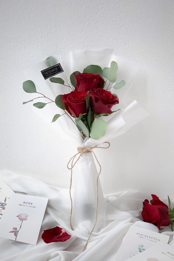 Baby Rosabella, The Florté Florte, Flowers Fleur Floral Bouquet, Petite Mini Posy, 3 roses eucalyptus, I love you, Romantic Classic Classy Love, Translucent Wrap