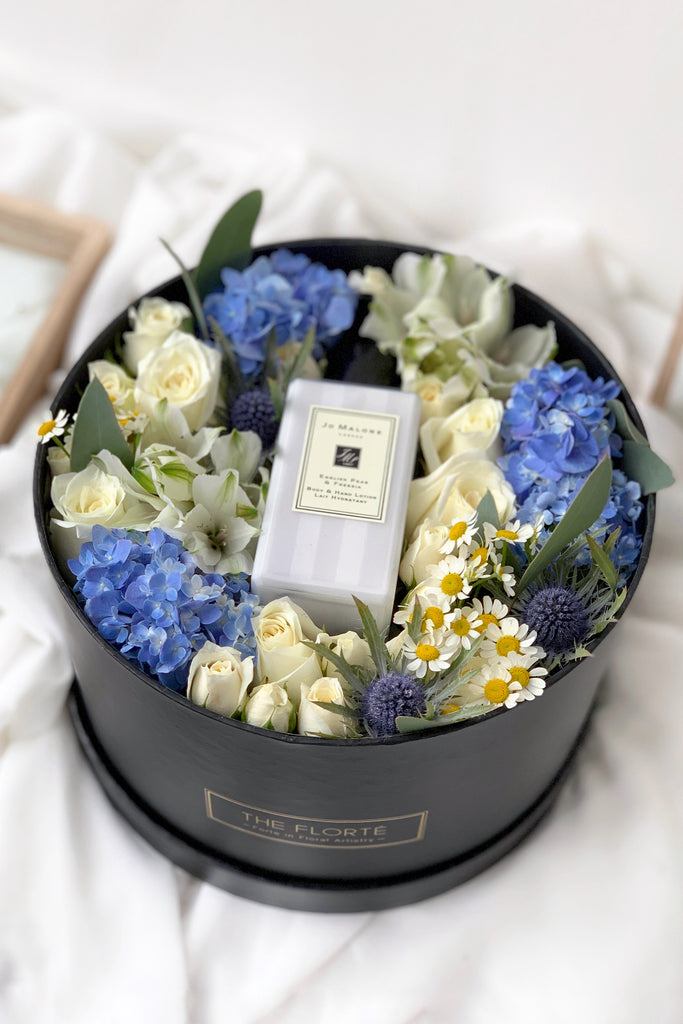 The Florté Florte | Blue Royalty, Jo Malone, Lotion, Gift Set, Roses, Hydrangeas, Blue, White, Best Flowers Singapore, Best Florist Singapore, Best Online Florist