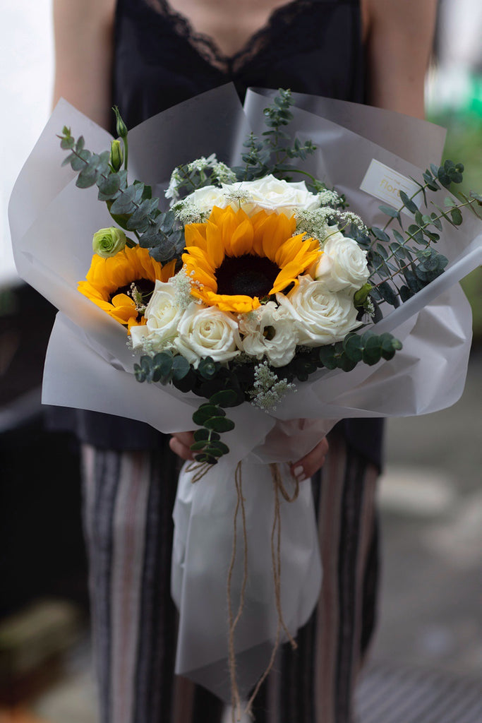 The Florté | Summer Morning, Bouquet, Sunshine, Sunflowers, Yellow, Bright, Cheerful, Graduation, Happy Occasion, All the best, Congratulations, Graduating ceremony flowers