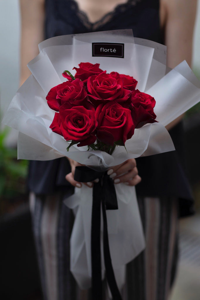 The Florté | Classic Rosabella Bouquet, Red Pink Blue Roses