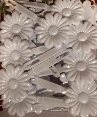 White Large Daisy Barrettes