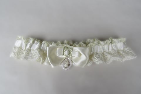 Ivory/Cream Antique feel Garter
