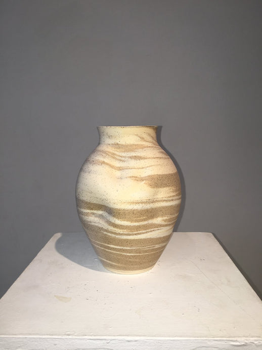 #68 Coarse marbled pot which is really the best way to combine white stoneware and speckled 1