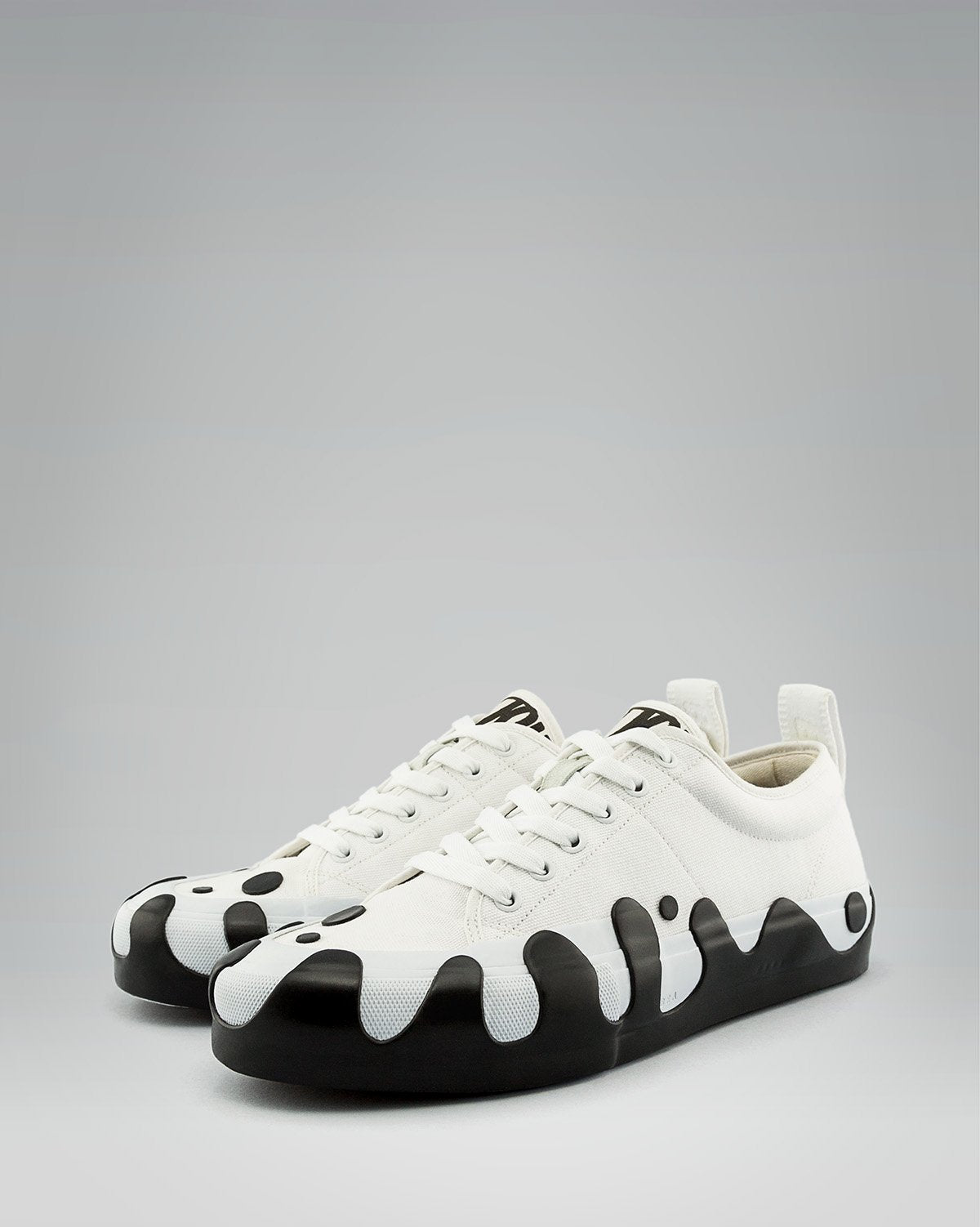 KATSU LOW BLACK SPLASH | CANVAS LOW WRAP TOE <br/>White/White/White
