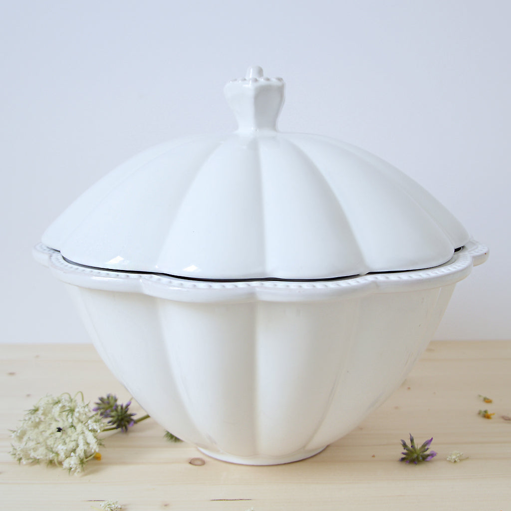 Merletto Elegant ceramic Soup tureen