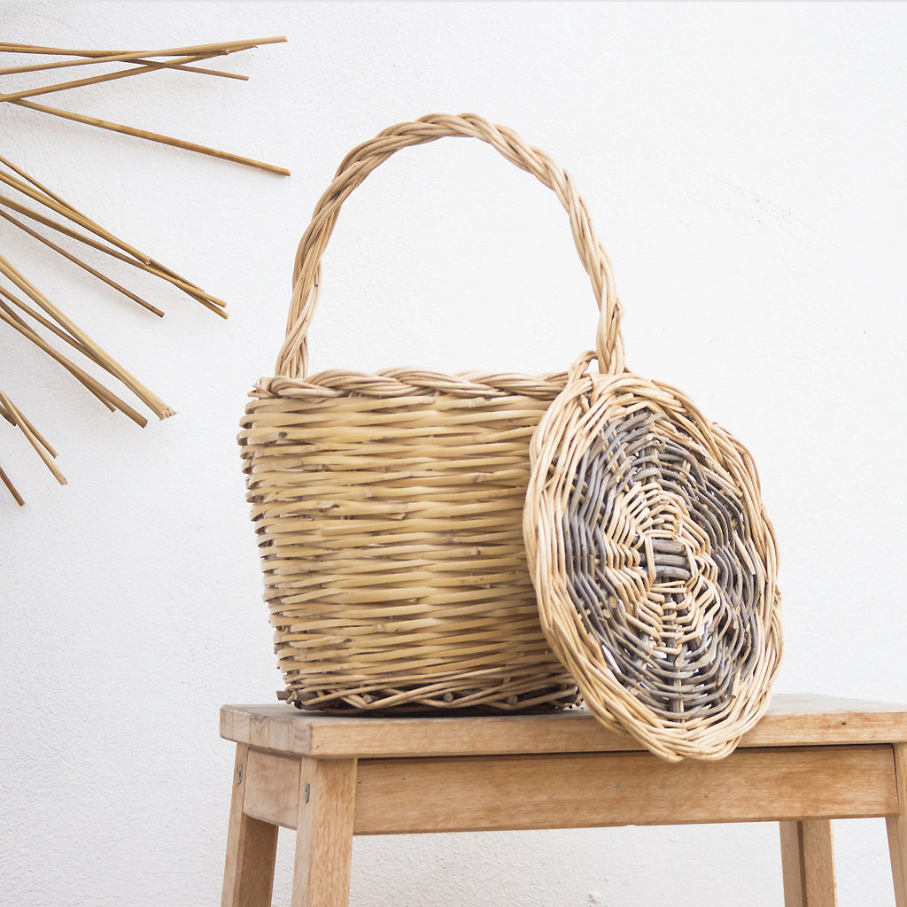 handmade in Italy rush basket with handle and lid from Apulia Acquarica del Capo Siciliano Italian Handmade