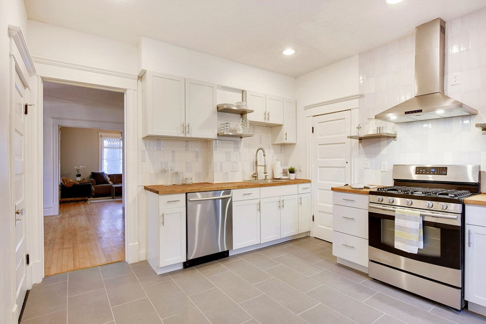 Header_Image How to Use White to Delight Your Kitchen Kitchens   NE-Kitchen1 How to Use White to Delight Your Kitchen Kitchens   NE-Kitchen2 How to Use White to Delight Your Kitchen Kitchens