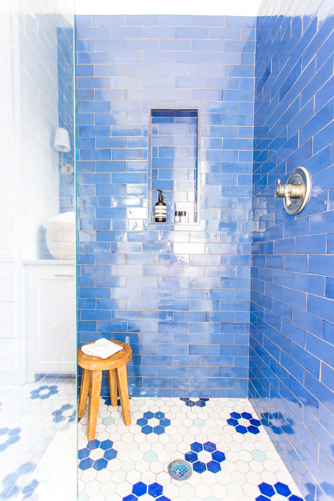 Subway Tile Mixed with Hexagon Floor Tile
