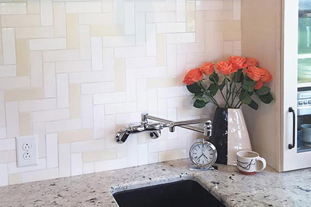 This Kitchen Backsplash Is The Perfect Example Of How Sometimes Less More By Using Three Different Tones White A Soft But Dynamic Look Was Created