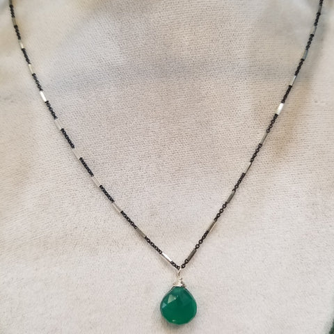 Drop of green necklace