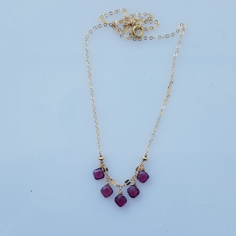 Garnet droplets necklace