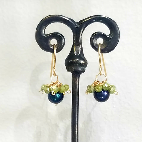 Crown pearl earrings