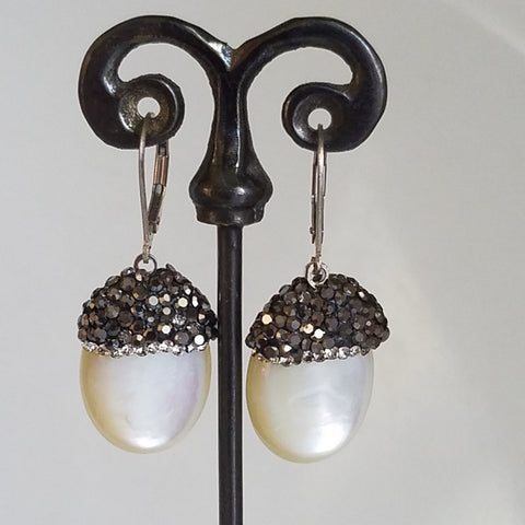 Sparkling mother of pearl earrings
