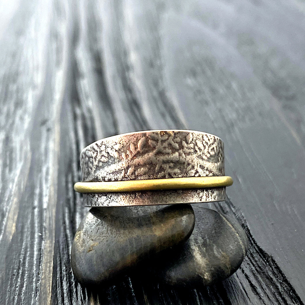 19k gold and silver Etruscan band ring with olive branches pattern. close up front view