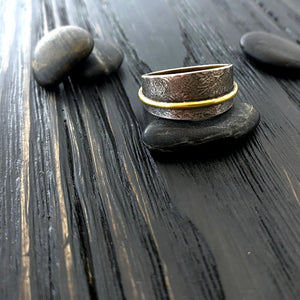 gold and oxidized silver men's and women's band ring with a botanical pattern. side view