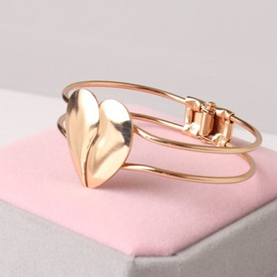 Heart Shaped Gold Tone Fashion Bracelet