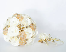Quinceanera Flower Bouquet. White and Gold.