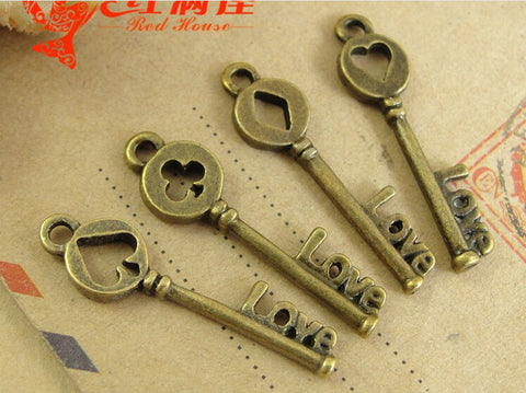 31*8MM Antique Jewelry Bronze Pendant Poker Keys - casinomegastore