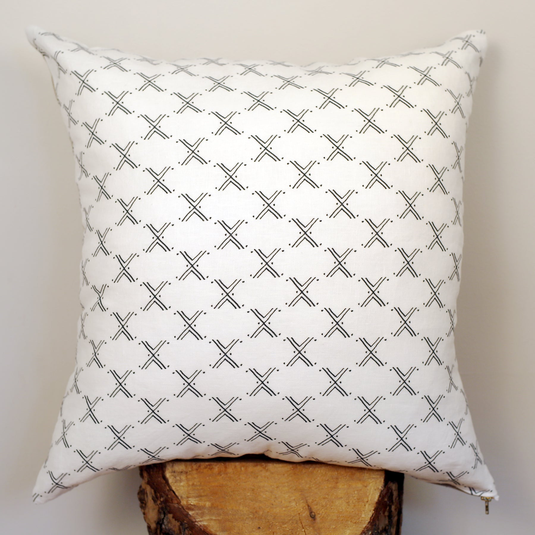 Niswi 20x20 Pillow △ White/Black