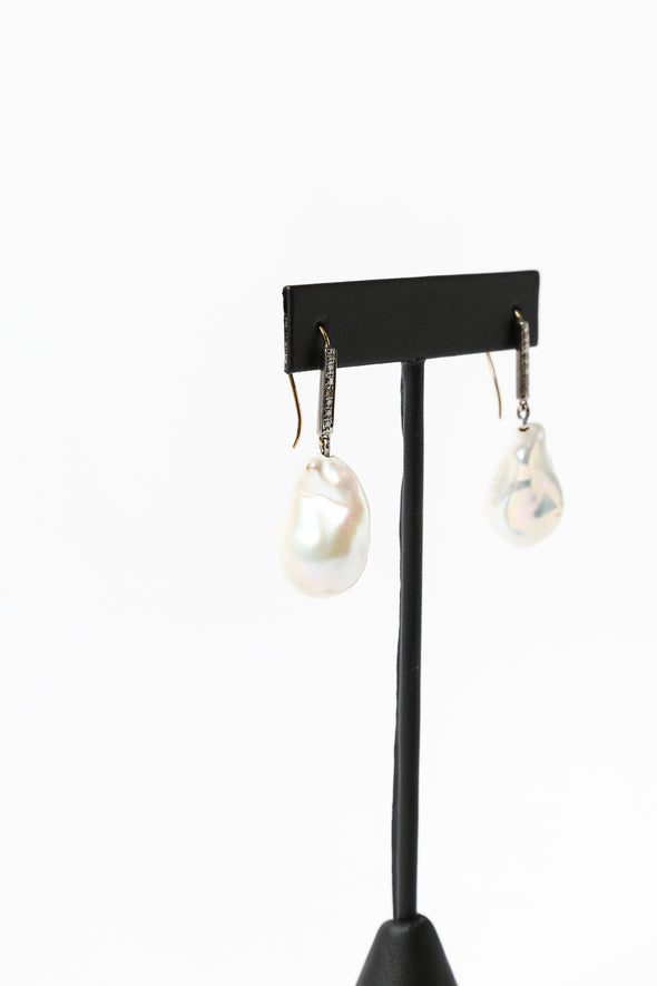 LARGE PEARL DROP EARRING