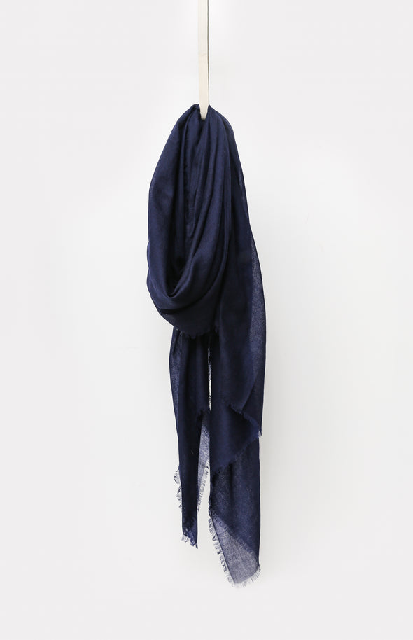 NAVY SCARF IN CASHMERE