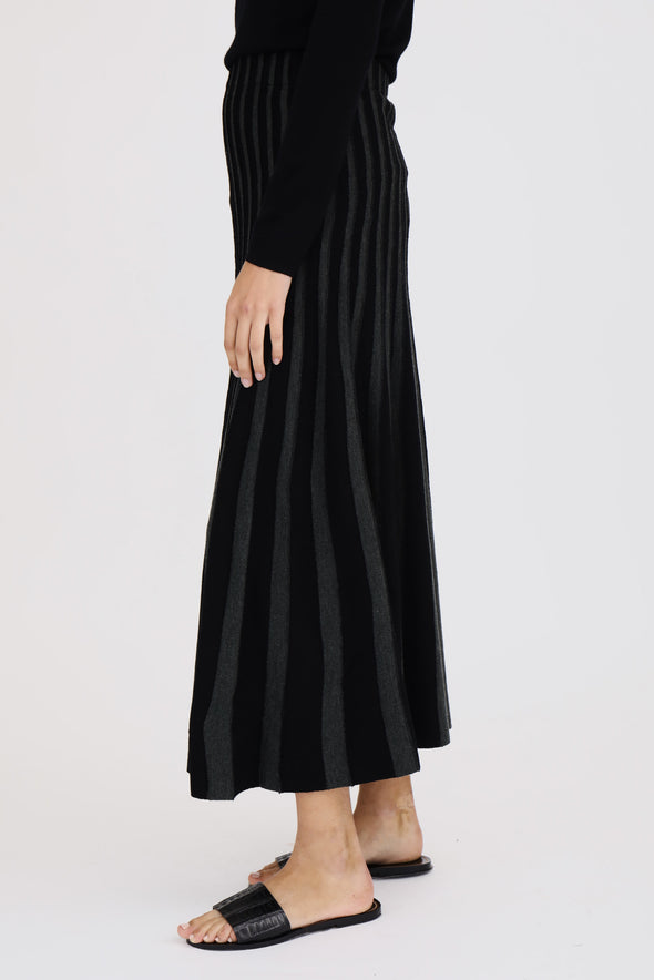 PLEATED KNIT SKIRT IN MERINO
