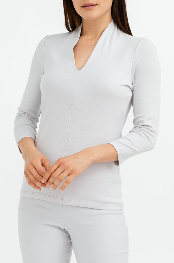 THREE-QUARTER SLEEVE CONTOUR V IN PIMA COTTON STRETCH