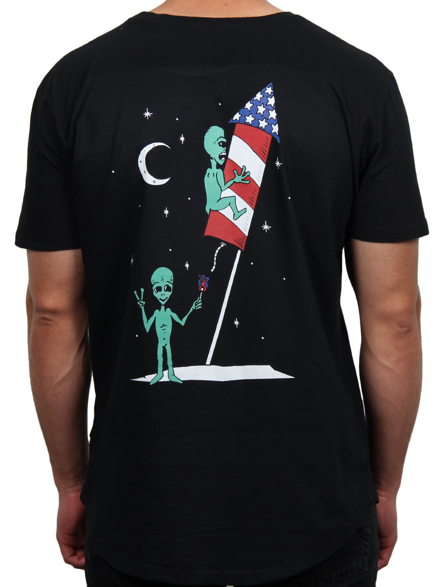 BLAST OFF GRAPHIC CREW NECK TEE